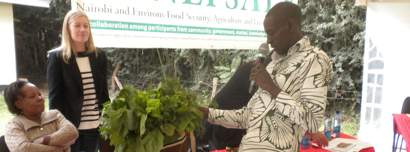 Ngugi-dispalys-his-farm-produce-grown-using-skills-gained-at-GP-during-NEFSALF-forum-1-Aug.2013